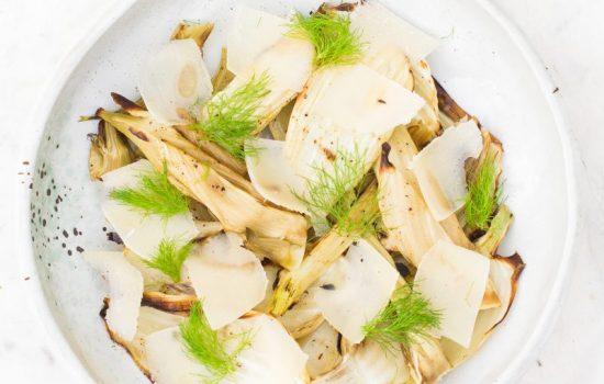 Gegrilde venkel met truffelolie en parmezaanse kaas