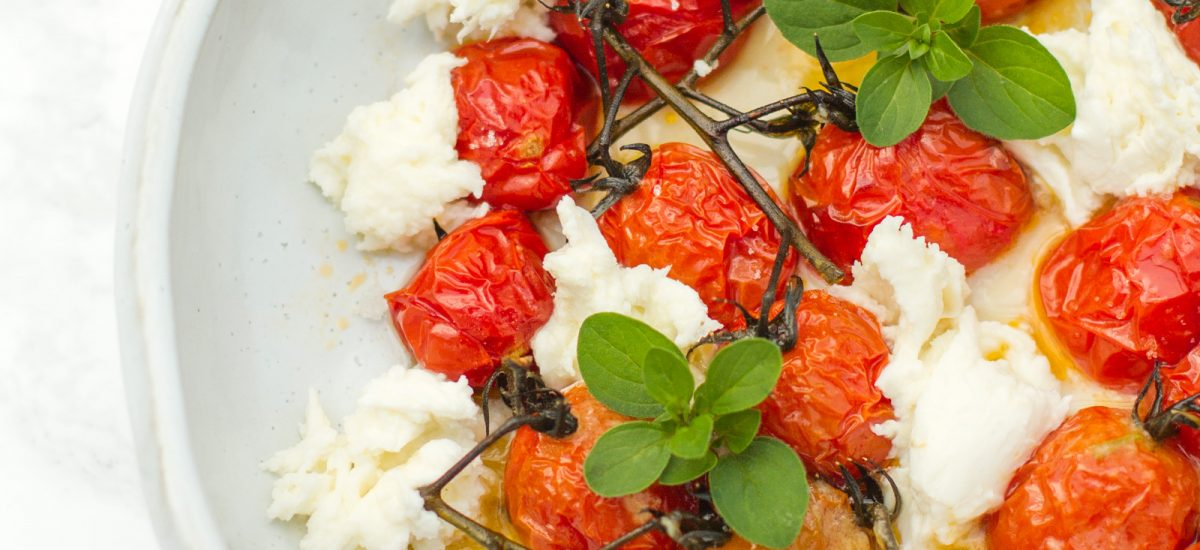 Grilled cherry tomatoes with mozarella